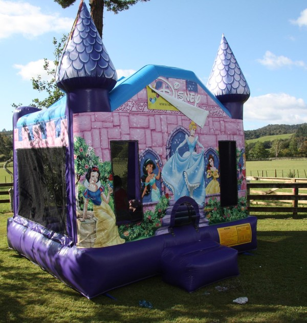 disney-princess-bouncy-castle-1