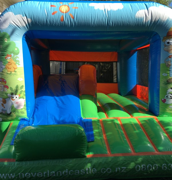 Junior farmer bouncy castle1